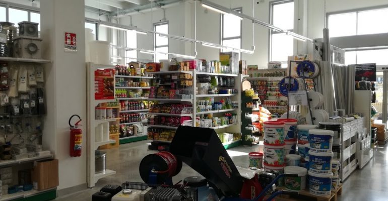 Scaffale negozio ferramenta marche-ascoli-abruzzo-teramo-moliseScaffale negozio ferramenta marche-ascoli-abruzzo-teramo-molise